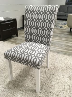 Grey & White Chair w/White Wood Legs for Sale in Des Plaines, IL