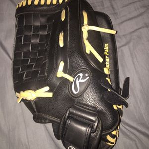 Womens baseball/ softball glove for Sale in Bakersfield, CA