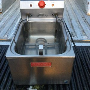 Commercial Size Deep Fryer for Sale in Happy Valley, OR