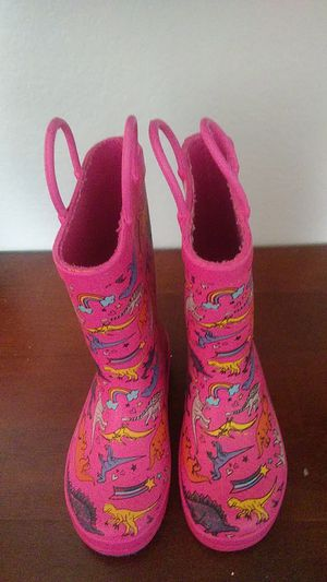 LITTLE TODDLERS RAIN OR SNOW BOOTS. GOOD COND. SIZE 9 for Sale in Phoenix, AZ