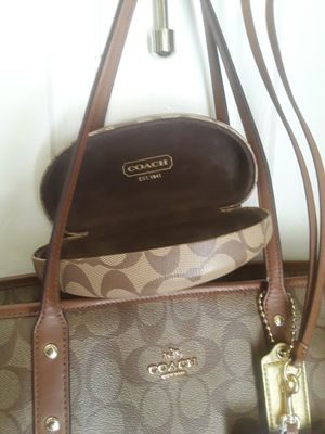 COACH Tote/ Shoulder bag XL for Sale in Lakeland, FL