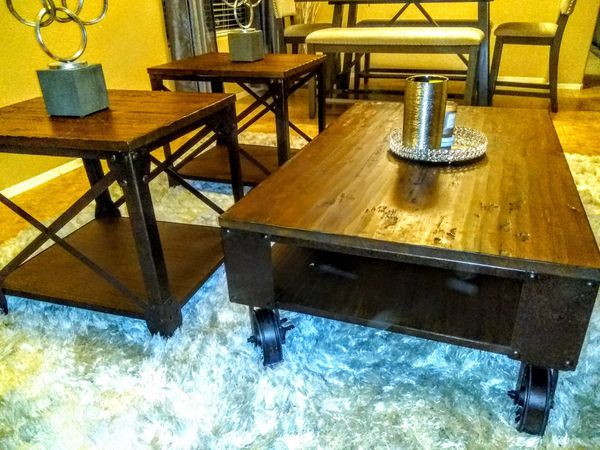 Pinebrook cocktail and end tables