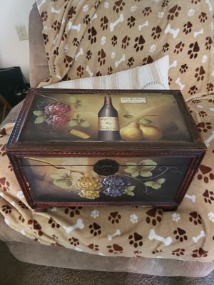 Beautiful Wine chest Decorated for Sale in Glendora, CA