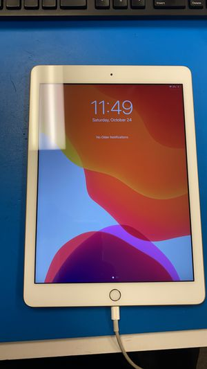 iPad 5 32GB GOLD WIFI for Sale in Floral Park, NY