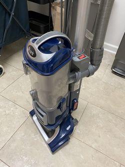 Shark Vacuum Lift-Away Deluxe for Sale in Washington,  DC