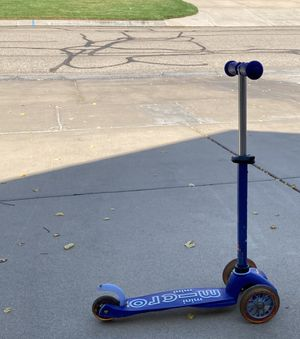 Micro Kickboard. Mini. Scooter. Comes with Joovy Hemet for toddler. Age 2-5 for Sale in Wichita, KS