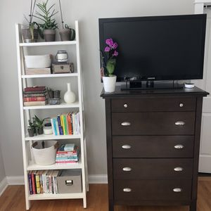 Five drawer Dresser for Sale in Arlington Heights, IL