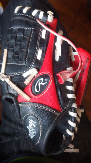 Rawlings kids baseball glove for Sale in Freeport, NY