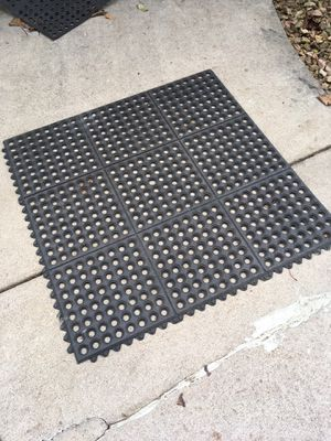 Anti fatigue floor mats, interlocking edges. for Sale in Brooklyn Center, MN