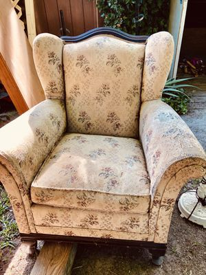 Antique Vintage chair for Sale in Raleigh, NC