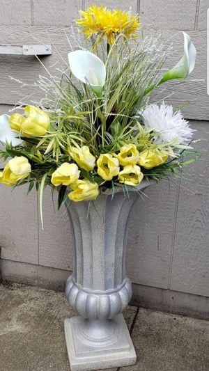 Tall 30 inch vase flower arrangments for Sale in Olympia, WA