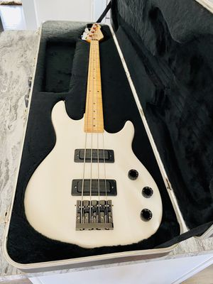 Vintage Peavey bass for Sale in Worth, IL