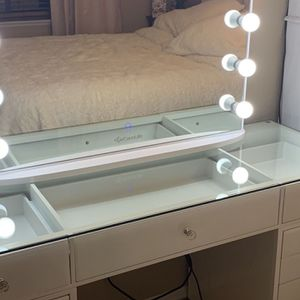 Make Up Vanity Brand New for Sale in Los Angeles, CA