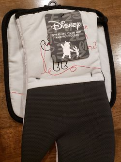 Disney Winnie the pooh towels & glassware for Sale in Saucier,  MS