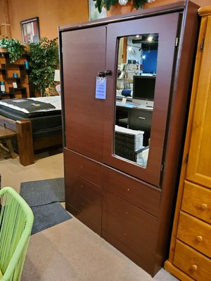 Closet with mirror and drawers for Sale in Santa Fe Springs, CA