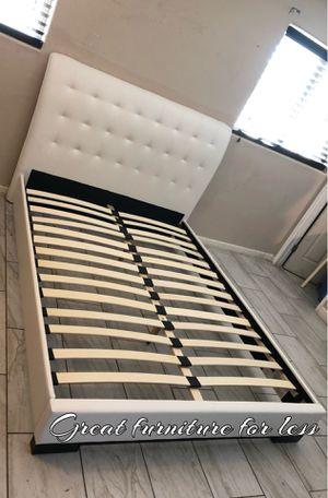 Queen bed frame / 🚨floor model 🚨 for Sale in Phoenix, AZ