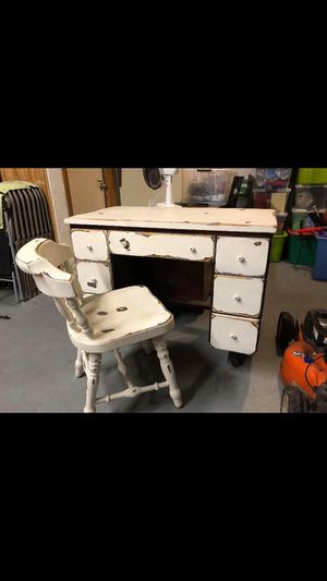 Shabby chic desk with chair for Sale in Brooksville, FL