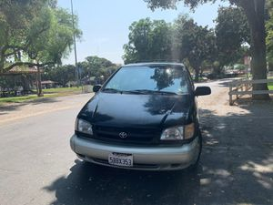 1999 Toyota Sienna XLE Minivan for Sale in Orange, CA