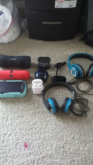 Bluetooth speakers and headphones for Sale in Canal Winchester, OH