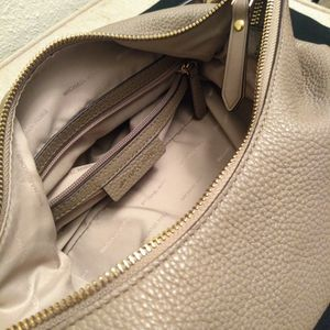 Michael Kors Leather Handbag Tan/Gold for Sale in Glen Burnie, MD