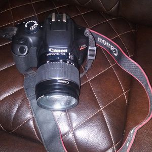 Canon Rebel T100 for Sale in St. Petersburg, FL