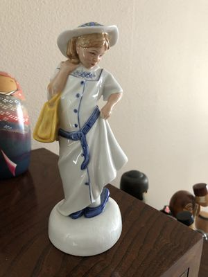 Royal Doulton childhood days figurine for Sale in Spanaway, WA