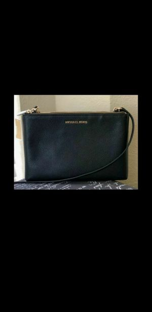 New micheal kors black leather crossbody purse for Sale in South Gate, CA