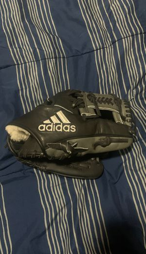 New adidas eqt Infield glove for Sale in Fresno, CA