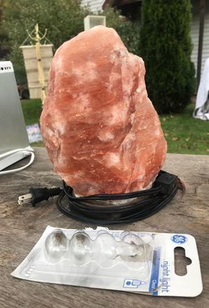 Himalayan Pink Salt Lamp for Sale in Southington, CT