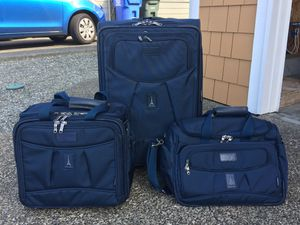Travelpro 3 piece luggage set for Sale in Fife, WA