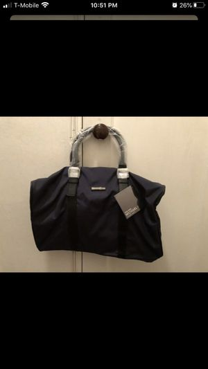 Michael kors weekender duffle bag for Sale in Brooklyn, NY
