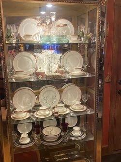 China Curio cabinet for Sale in Wimberley,  TX