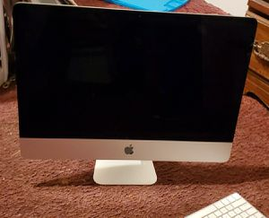 iMac 21.5 in late 2015 4k retina with wireless mouse and wireless keyboard for Sale in Elloree, SC
