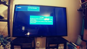 Samsung 60in 1080p tv with Glass entertainment mount for Sale in Wheat Ridge, CO
