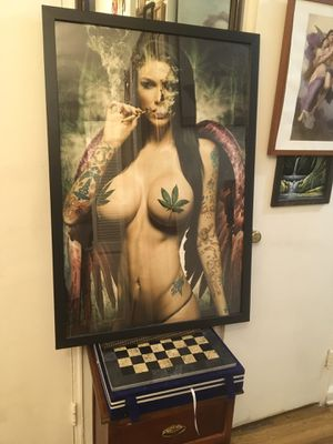 Lady lady smoke with frame 🖼 for Sale in Brooklyn, NY