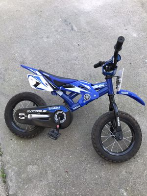 Yamaha bike with training wheels like new !! for Sale in Manteca, CA