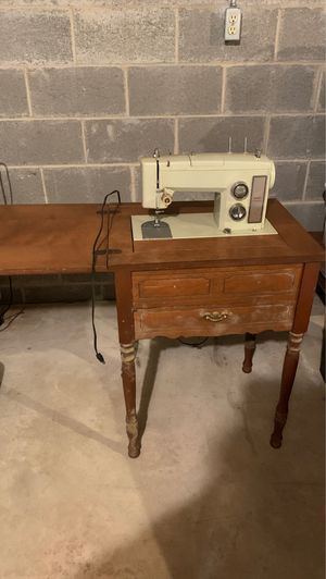 Sears Kenmore Sewing Machine No Pedal-Free! for Sale in York, PA