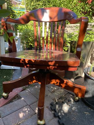 Excellent wood chair with wheels for Sale in Milpitas, CA