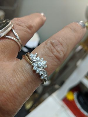 14K WHITE GOLD RING WEDDING BAND FITS sz 10 for Sale in Lansdowne, VA