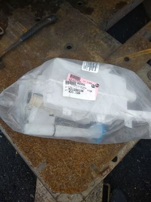 Nissan Altima 2002-2006 Windshield tank for Sale in Baltimore, MD