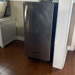 Kitchen Aid Ice Maker for Sale in Elgin, SC