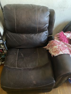 Recliner couch for Sale in Capitol Heights, MD