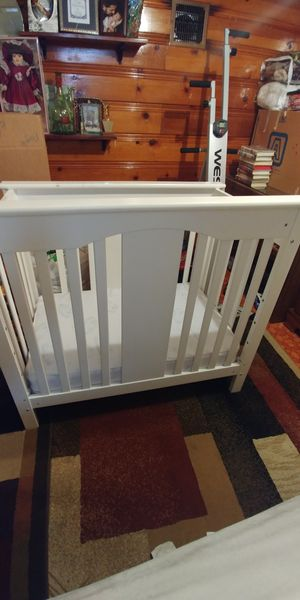 White baby crib!! for Sale in Denver, CO