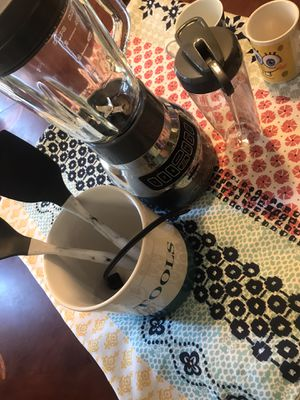 All cups tablecloth blender and stools for Sale in Perris, CA