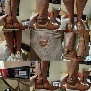 Woman's icon leather motorcycle boots Size 8 for Sale in North Las Vegas, NV