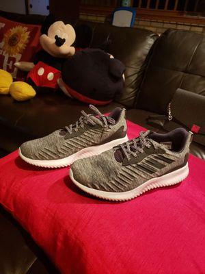 Adidas Women Size 7 like new $45 for Sale in Crestwood, IL