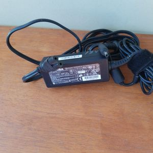 TOSHIBA LAPTOP CHARGER 19 V 1.58 A for Sale in Ontario, CA