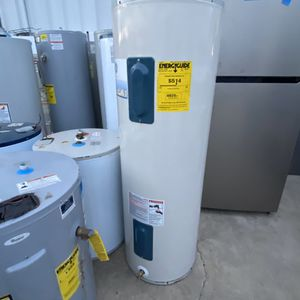 40 gal water heater electric 2lo3735557 for Sale in San Antonio, TX