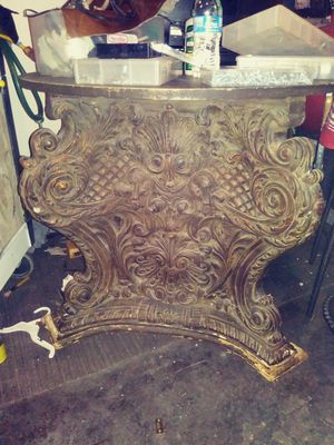 Antique menna house amberresin and crystal table for Sale in Las Vegas, NV