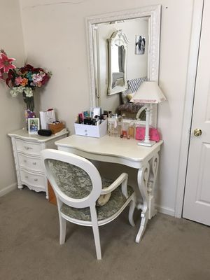 Accent table, mirror and chair for Sale in Purcellville, VA